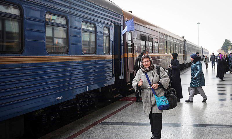 نخستین قطار گردشگری داخلی وارد نصف جهان شد